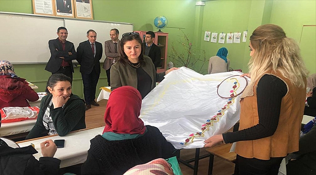 Sema Ünlü Okuma-Yazma ve Dikiş-Nakış Kurslarını Ziyaret Etti