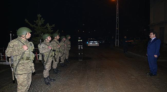 Vali Ünlü Tuzluca'da Hudut Kartallarıyla Buluştu