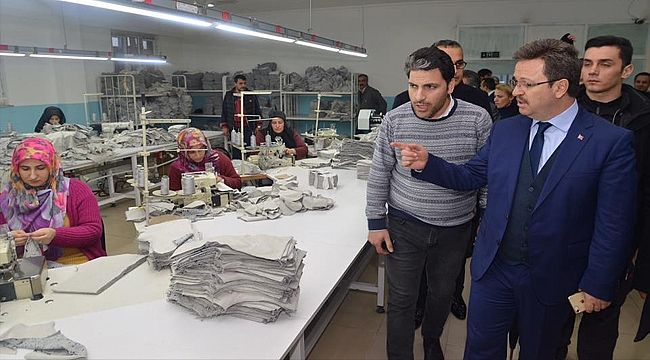 Vali Ünlü Tuzluca'da Turaç Tekstil'i Ziyaret Etti