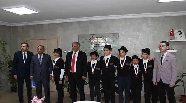 Şampiyonlar Milli Eğitim Müdürünü Ziyaret Etti