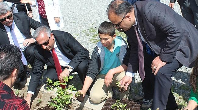 İl Tarım ve Orman Müdürlüğü Okulları Çiçeklendiriyor