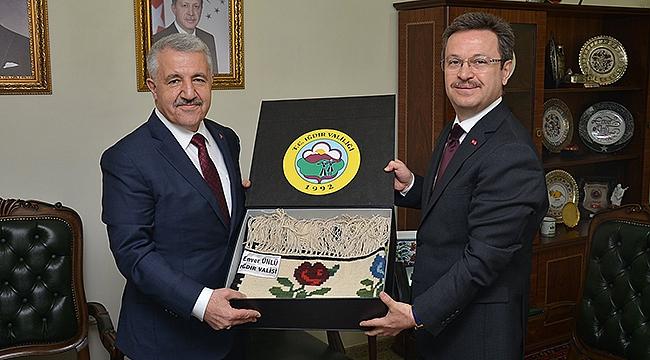 Eski Bakan Ahmet Arslan'dan Vali Ünlü'ye Ziyaret