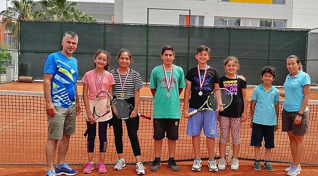 Minik Tenisçilerden Büyük Başarı