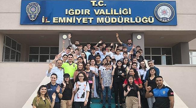 """""""Biz Anadolu'yuz Projesi Kapsamında Öğrencilerden Emniyet Müdürlüğüne Ziyaret"""