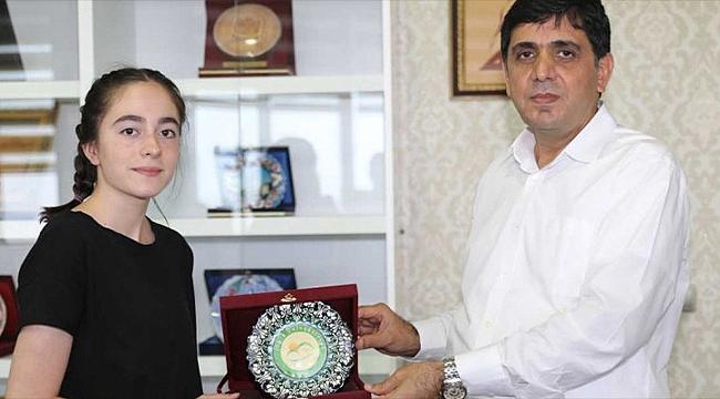 LGS Türkiye Birincisi Kübra Güneş Rektör Alma'yı Ziyaret Etti