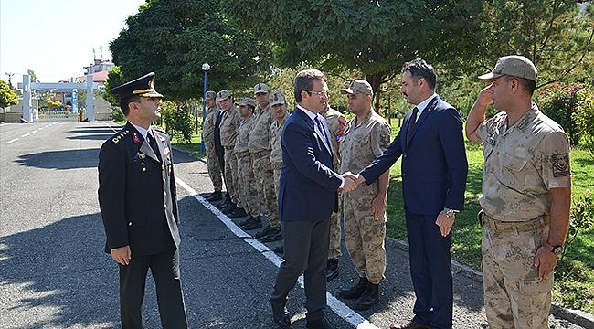Vali Ünlü'den Yeni Atanan Jandarma Komutanına Ziyaret