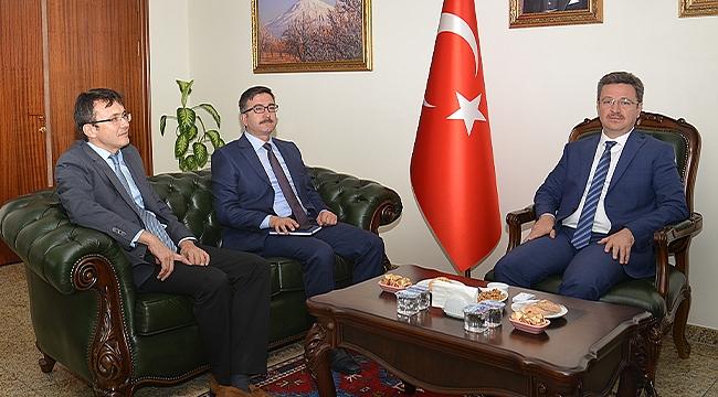 Mehmet Yüzer'den Vali Enver Ünlü'ye Ziyaret