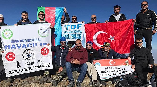 ARAZDER ve Türkiye Dağcılık Federasyonundan Azerbaycan Bayrak Günü Tırmanışı