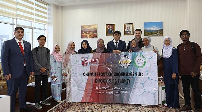 Malezyalı Öğrenciler Üniversiteyi ve Rektör Alma'yı Ziyaret Etti