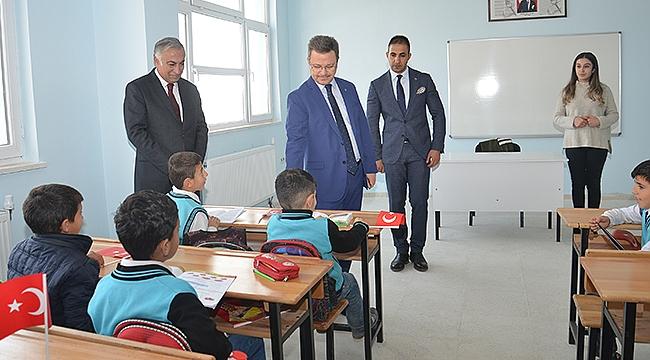 Vali Ünlü Yeni Açılan Özdemir Ortaokulunu Ziyaret Etti