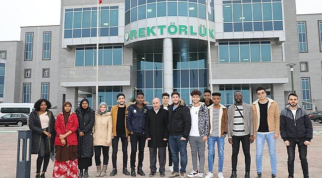 Uluslararası Göçmenler Günü' Kapsamında Yabancı Öğrencilerle Tanıtım Filmi Çekildi