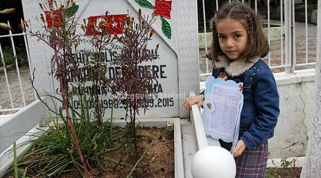 8 Yaşındaki Hafza, İlk Karnesini Şehit Babasına Götürdü