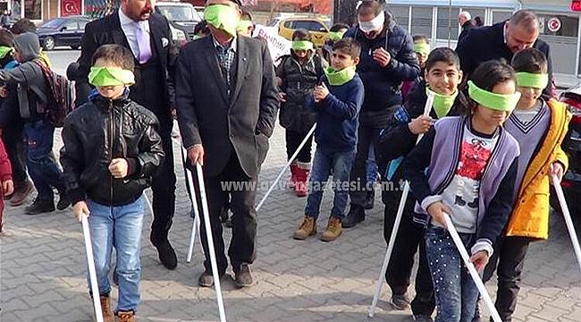 Iğdır'da Öğrenciler Empati İçin Gözlerini Bağladı