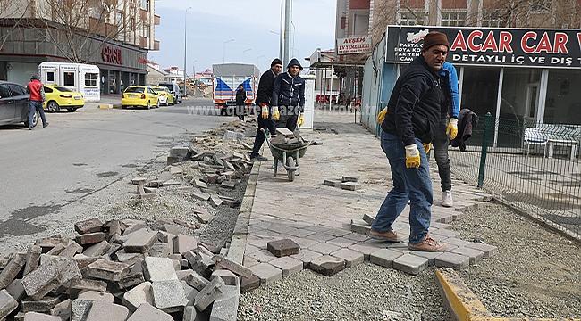 Tahribata Uğrayan Kaldırımlarda Onarım Çalışması Devam Ediyor