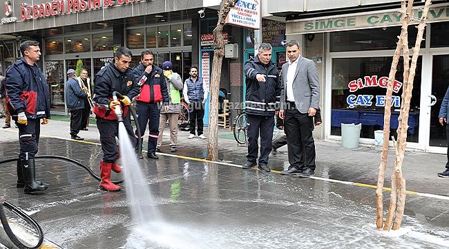 Iğdır Belediyesi Sokak ve Caddeleri Dezenfekte Ediyor