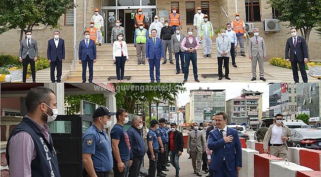 Vali Ünlü Polisler ve Belediye Personeliyle Bayramlaştı