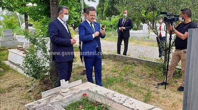 Vali Ünlü, Şehit Oğlunun Mezarı Başından Babasını Aradı