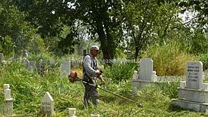 Asri Mezarlığında Bakım Çalışması