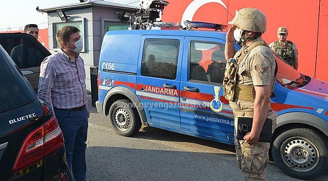 Vali Sarıibrahim Jandarma Kontrol Noktasını Ziyaret Etti