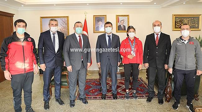 Şampiyon Sporcu Yılmaz'dan Vali Sarıibrahim'e Ziyaret