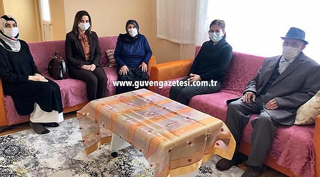 Hatice Sarıibrahim'den Evi Yanan Aileye Ziyaret