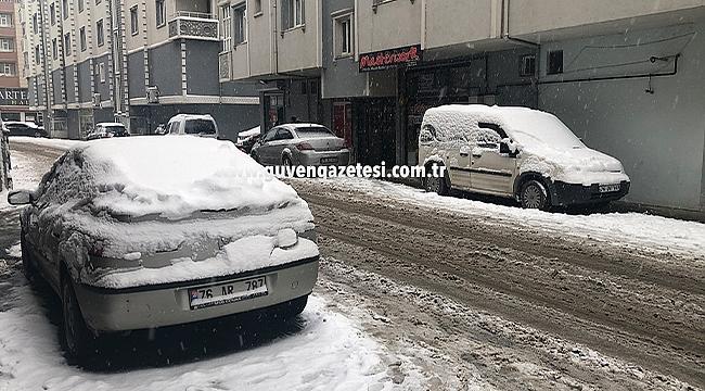 Uzun Zamandır Beklenen Kar Yağışı Hayatı Felç Etti