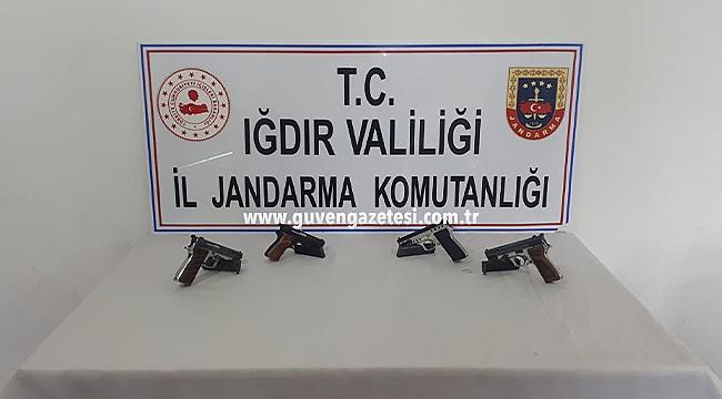 Jandarma Silah Kaçakçılarını Kıskıvrak Yakaladı