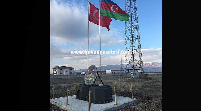 Nahçivan Sınırına Türkiye ve Azerbaycan Bayrakları Dikildi
