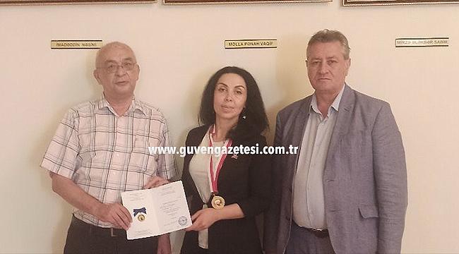 """Araştırmacı Yazar Derya Akdemir """"Mahmut Kaşgari Madalyası""""yla Ödüllendirildi"""