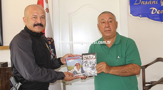 Serdar Ünsal Yazdığı Romanları Emniyet Müdürü Yonca'ya Hediye Etti